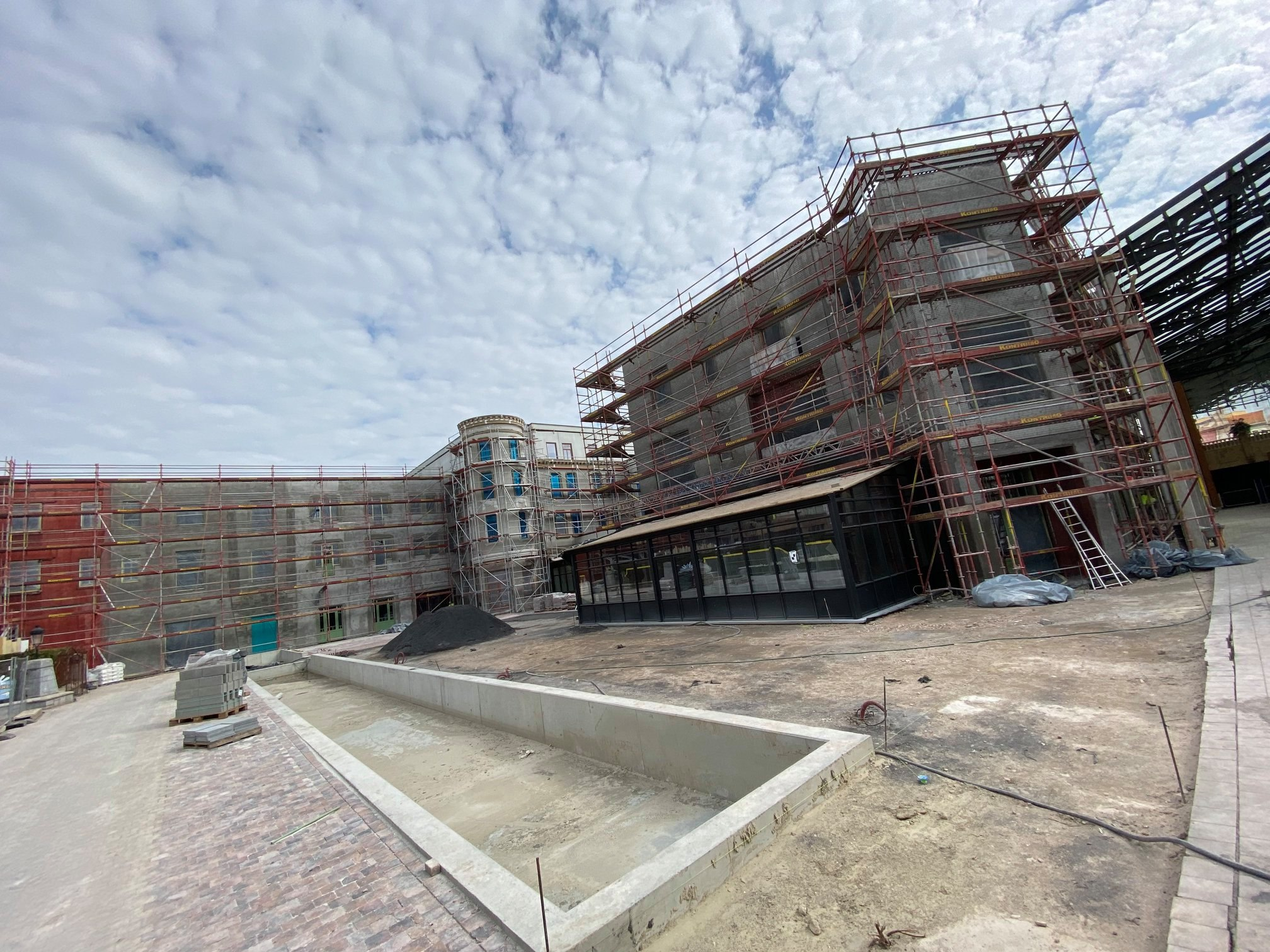 Naam:     Plopsaland Hotel bouw 2020.jpg Bekeken:  604 Groote:   641,7 KB